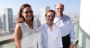 George Soule in Tel Aviv with his Israeli counsel, Ruth Loven (left) and mediator, Nilly Zohar. (Submitted photo)