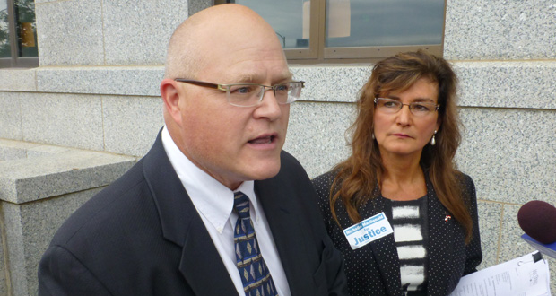 Greg Wersal, left, the Republican activist and former Supreme Court candidate, says retention elections hold little appeal to most Republicans lawmakers. Wersal is shown with Supreme Court candidate Michelle MacDonald at a September press conference outside the State Office Building. (File photo: Mike Mosedale)