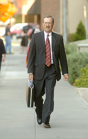 Robert Hoy, a lawyer appointed to defend Alfonso Rodriguez Jr., enters the Quentin Burdick Federal Courthouse on July 6, 2006, in Fargo, N.D. (AP file photo)