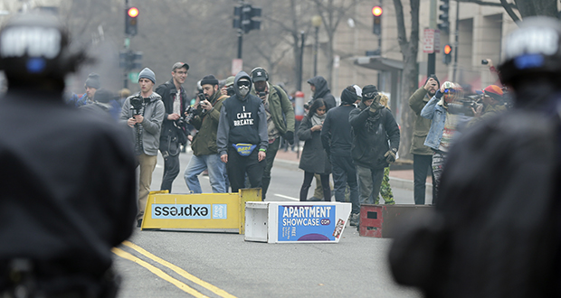 Protesters face off with police in downtown Washington in this Jan. 20, 2017, file photo. A jury has acquitted six people on multiple charges of rioting and destruction of property connected to violent protests during President Donald trump's Jan. 20 inauguration. (AP file photo)