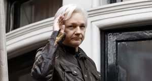 WikiLeaks founder Julian Assange greets supporters from a balcony of the Ecuadorian embassy in London on May 19, 2017. (AP file photo)