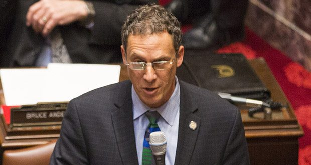 Sen. Ron Latz, DFL-St. Louis Park, speaks during a floor session last year. (File photo: Kevin Featherly)