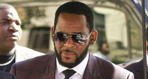 R&B singer R. Kelly arrives at the Leighton Criminal Court building for an arraignment June 26 on sex-related felonies in Chicago. (AP file photo)
