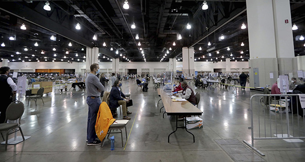 Election workers recount ballots at the presidential election recount at the Wisconsin Center on Saturday, Nov. 21, 2020, in Milwaukee. (Mike De Sisti/Milwaukee Journal-Sentinel via AP)