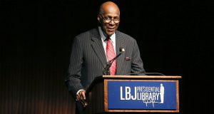 Civil rights activist Vernon Jordan introduces former President Bill Clinton during the Civil Rights Summit in Austin, Texas, on April 9, 2014. (AP file photo)
